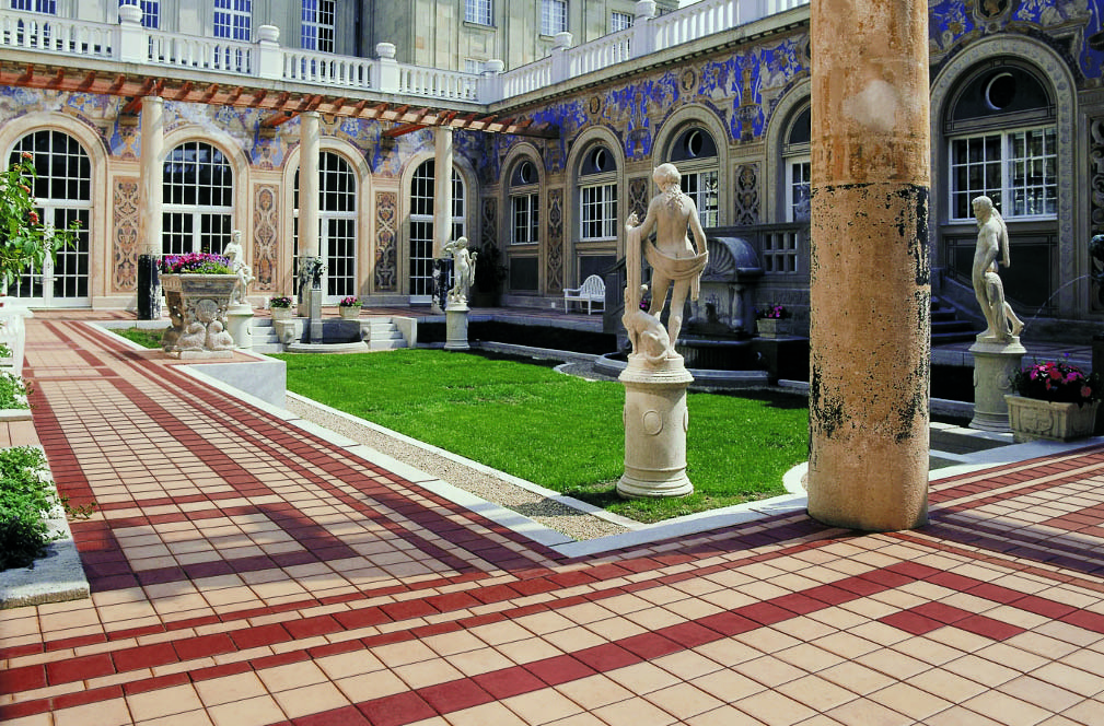 Дворец вымощен плиткой Buchtal San Marco и Fiori